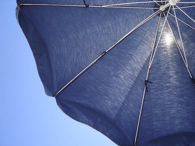 Sonnen- bzw. Regenschirn